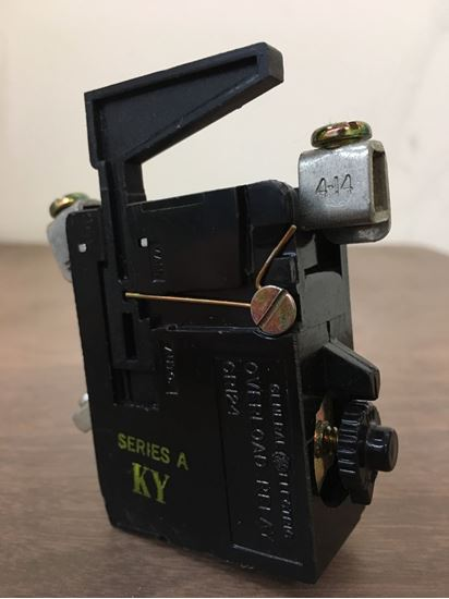 Image of the side of a GE CR124D081 overload relay