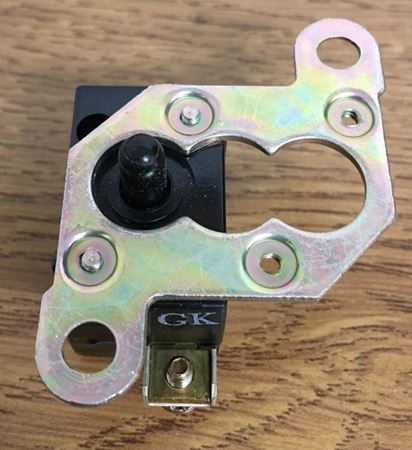 Front view of a GE CR2904U301A contact block