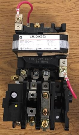 Image of the front of a GE CR306K002 magnetic starter