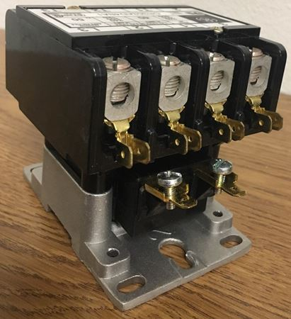 Image of the terminals of a CR353AD4BA1 GE definite purpose contactor