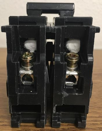 Image of the terminals of a Q245 SIEMENS plug in circuit breaker